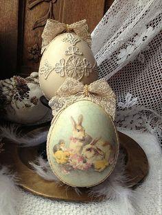Vintage Look Easter Eggs. Decoupage, Easter Egg Crafts, Easter Eggs, Easter Egg Designs, Diy Ostern, Easter Parade, Festa Party, Easter Crochet, Egg Art