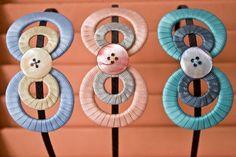 tiara Clarice, charmosa, lembra um laço ! feitas em fitas de gorgurão com detalhe de botão em madrepérola! pode ser encomendada em várias combinações! se quiser pode combinar a fita de gorgurão com a de cetim também. R$ 45,00