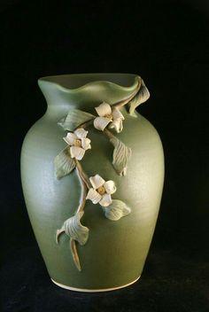 Ideas for flowers vase design art nouveau Bottle Painting, Bottle Art, Bottle Crafts, Flower Vase Design, Flower Vases, Vase Centerpieces, Vases Decor, Wall Vases, Pottery Painting