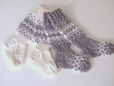 Life with Mari: Vauvan sekä taaperon kirjoneulevillasukat ♥ OHJE Crochet Socks, Knit Or Crochet, Knitting Socks, Hand Knitting, Knitting For Kids, Baby Knitting Patterns, Sewing Patterns, Toddler Clothes Diy, Best Baby Socks