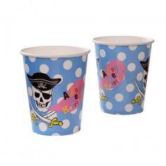 Set van 8 papieren bekertjes voor een cool piratenfeestje. Op elk bekertje staat een doodshoofd met een piratenhoed.