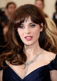 Is Zooey Deschanel Hair Naturally Curly,
