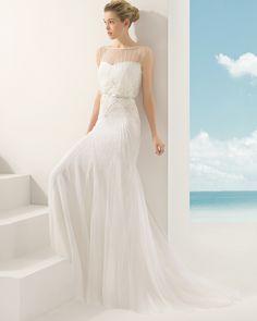 VELETA vestido de novia en tul sedoso y pedrería .