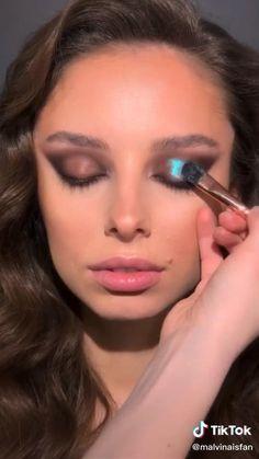 Catwalk Makeup, Glam Makeup, Makeup Inspo, Makeup Art, Makeup Inspiration, Beauty Makeup, Simple Makeup Tips, Unique Makeup, Colorful Eye Makeup
