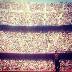 Epic pic of Messi in Camp Nou Camp Nou, Lionel Messi, Messi 10, Soccer Players, Football Soccer, Football Jokes, Fc Barcelona Neymar, Barcelona Soccer, Fc Barcelona Wallpapers
