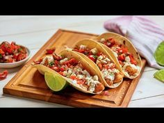 This easy Mexican Style Chicken Tacos recipe is loaded with flavor and takes only 25 minutes to prepare. An excellent choice for dinner, Enjoy! Chicken Taco Recipes, Chicken Tacos, Mexican Food Recipes, Chipotle Chicken, Drink Recipes, Dinner Recipes, Easy Snacks, Healthy Snacks, Queso Cotija