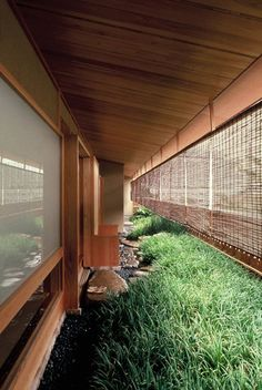 West or East side of house. blinds will need to secured for wind. DiAiSM TJANN ACQUiRE UNDERSTANDiNG ACQUiRE DeSiGN UNDERSTANDiNG ATTAism atElIEr dIA