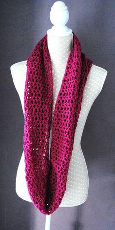 Snood Vintage fuchsia  réalisé au crochet