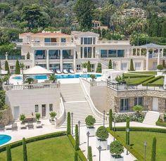 Dream House Interior, Luxury Homes Dream Houses, Dream Home Design, Mansion Interior, French Mansion, Modern Mansion, Mansion Designs, Houses In France, Dream Mansion