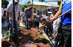 Funeral de Lázara, una perra mestiza muy sociable, que cuatro años atrás llegó no se sabe de dónde, al pueblo interiorano de La Arena de Chitré, en Panamá.