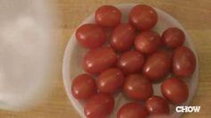 Savez-vous quelle est la façon la plus rapide de couper des tomates cerises ?  Découvrez l'astuce ici : http://www.comment-economiser.fr/couper-tomates-cerises.html?utm_content=buffer6babd&utm_medium=social&utm_source=pinterest.com&utm_campaign=buffer