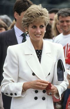 Pin for Later: 22 Timeless Photos of Princess Diana She flashed her signature smile during a tennis match in England in July 1991. Princess Diana Fashion, Princess Diana Family, Princess Diana Pictures, Royal Princess, Princess Of Wales, Royal Queen, Lady Diana Spencer, Cow Girl, Cow Boys