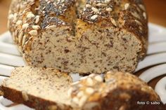 Low Carb Hefebrot / Low carb yeasted bread
