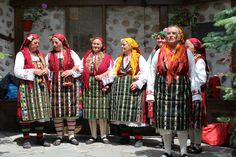#omas von #Dobarsko #Dorf #kirche #Wandmalerei #Jesus #Christus im #Weltraumschiff #Hof #lebensfroh #Omas #Tanz #geang #baniza #ayran #bulgarien #reise #rundreise #eberhardt_travel #richtigreisen #europa