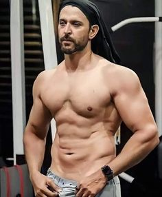 Corps Fort, Hrithik Roshan, Healthy Choices, Fitspo, Bodybuilding, Fitness Models, Mens Sunglasses, Exercise, Workout