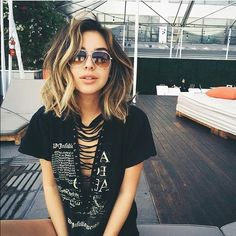 Since the beginning of this year I decided to get a 'lob' or a long-bob. So many stars have one and they are totally the hot thing right now! So scroll through and look at these 20 long bob hairstyles to try right now! The purposely tousled messy curls. Black Hairstyles For Round Faces, Short Black Hairstyles, Short Hair Cuts, Thick Short Hair, Trendy Hairstyles, Hairstyles 2018, Curly Hairstyles, Birthday Hairstyles, Ladies Hairstyles