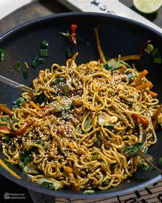 Gebratene Mie-Nudeln mit Gemüse   Madame Cuisine Rezept