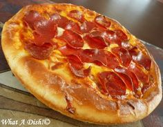 I love Pizza Hut Pan pizza. The crisp, greasy crust is my fave part. (My guilty secret). The only thing I don& like about it is how salty. Pan Pizza Crust Recipe, Pizza Hut Crust, Pizza Hut Pan Pizza, Pizza Dough, Pizza Hut Deep Dish Recipe, Eat Pizza, Crusts, Dough Recipe, Pizza