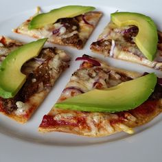 """Flatbread pizza. #flatbread #pizza #crispy #beef #spicybeef #biff #avokado #avocado #onions #cheese #ost #tomato #speltlompe #lompe #lomper #foodie #foodies #pornfood #foodporn #healthyeating #sunnmat #sunt #sunnhet #friskmat #ferskmat #foodporn #pornfood #godtno #matprat"""