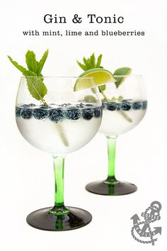 Gin and Tonic mit Minze, Limette und Blaubeeren // Tanqueray Gin, Tonic Water, Tonic Cocktails, Cocktail Drinks, Cocktail Recipes, Alcoholic Drinks, Beverages, Drinks Alcohol, Tonic Water, Gin And Tonic, Blueberry Gin