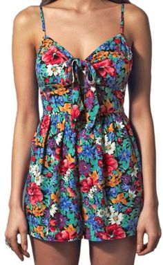 20c8dd282c6 Lipsy Floral Bow Front Cut Out Keyhole Summer Playsuit in Poppy Fields Print  Vintage-Inspired (8)  Amazon.co.uk  Clothing