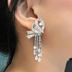 Raise your hands those who agree that beautiful, sexy, diamond vintage earrings that are finely made, using the top quality diamonds, in an affordable price range, are the most difficult to find? This 1950's pair ticks all the right boxes for us. #tassleearrings #revivaljewels