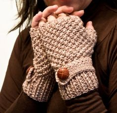 Beige Fingerless Gloves With Mock Wrist Strap ~ Love these {crochet inspiration}nae can u make these for me?