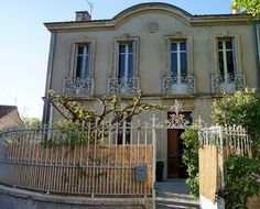 Saint-Cannat Holiday House: Large house, ideally located in the heart