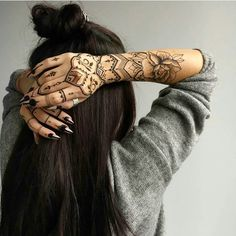 : Foto how are u?: Foto,tattoos Related posts:Beautiful mehndi design for front hands - henna Henna Tattoo Ideen - neueste Trends und wunderschöne Motive - henna designsSendra Boots 3434 Snowbut Negro. Henna Tattoo Hand, Henna Tattoos, Henna Tattoo Muster, White Henna Tattoo, Tribal Hand Tattoos, Fake Tattoo, Boho Tattoos, Sexy Tattoos, Body Art Tattoos