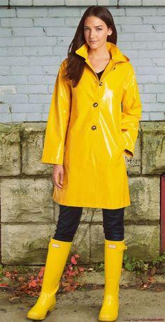 Regenmantel & Gummistiefel 32 - The best in women's attire - Vinyl Raincoat, Pvc Raincoat, Yellow Raincoat, Rain Boots Fashion, Wellies Rain Boots, Vinyl Clothing, Rain Gear, Raincoats For Women, Petite Outfits