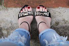 street style - shoes - look do dia - ootd - fashion - blogger - heels - salto alto - sandália anabela - summer shoes - sandália plataforma - sandália preta com aplicações