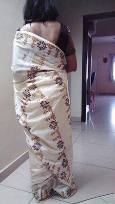 Saree Embroidery Design, Hand Embroidery Design Patterns, Hand Work Embroidery, Simple Embroidery, Embroidery Dress, Kutch Work Saree, Work Sarees, Blackwork Cross Stitch, Hand Work Design