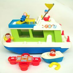 i only had the large boat in this set--not any of the other pieces--there was a little diving board i would make the fisher price people line up and jump the plank into the sink
