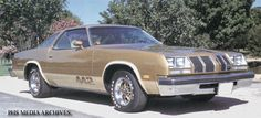 The 1977 4-4-2 was the only Olds intermediate to feature the NASCAR sloped nose from the '76 model. Replacing the 455 as the top engine this year was a new Olds 403 cubic-inch Rocket V8 rated at 180 horsepower.