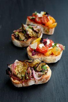 Leckere Canapé-Variationen mit einem Auberginen-Koriander-Salat und einem Tomaten-Salat mit brauner Butter.