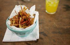 Chips de casca de batata-doce e cenoura | Panelinha - Receitas que funcionam
