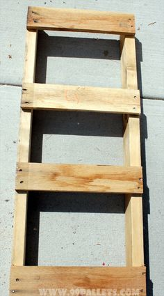 DIY Bench Made from Wooden Pallets Tutorial
