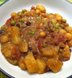Vegan Potato Curry - excellent #MeatlessMonday recipe. Make it spicy, or not. An easy Indian recipe.