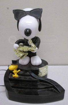 Telemania Peanuts Snoopy Push Button Telephone