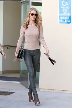 Rosie Huntington-Whiteley I love the Neutral color