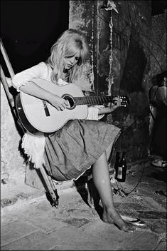 Brigitte Bardot #guitar