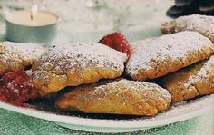 Receita de Broas das Donas (Santarém) | Doces Regionais Portuguese Recipes, Portuguese Food, Old Recipes, Recipies, Cookie Bars, Coffee Break, Hot Dog Buns, Biscotti, French Toast