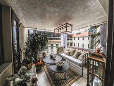 """Como innovación, decidimos empapelar el techo para continuar el diseño japonés del living en este espacio mágico exterior. Elegimos la línea """"Lounge"""" de MURESCO."""