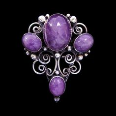Jewellery Arts & Crafts circa 1925 - DORRIE NOSSITER (1893-1977) An Arts Crafts silver wirework clip brooch set with cabochon amethysts and decorated with silver bobbles. English. Circa 1930.