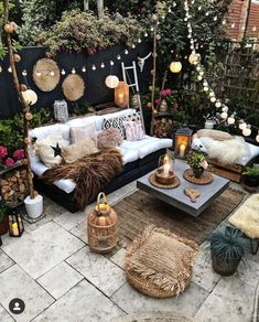 Our Favorite boho decor ideas for modern patio spaces and outdoor living! We love these furniture sets, outdoor rugs, plants and planters and lighting ideas Bohemian Patio, Boho Dekor, Backyard Patio Designs, Landscaping Ideas For Backyard, Landscaping Blocks, Small Balcony Design, Small Backyard Landscaping, Small Garden Design, Backyard Projects