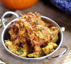 A crisp and delightful Pumpkin pakora, that will help you explore the spicy side of pumpkins. Indian Food Recipes, Vegan Recipes, Vegan Food, Nigella Seeds, Pumpkin Picking, Chaat Masala, Best Pumpkin, India Food, Pumpkin Spice Latte