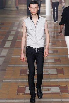 Lucas Ossendrijver and Alber Elbaz presented their Spring/Summer 2015 collection for Lanvin during Paris Fashion Week. Lanvin, Runway Fashion, Fashion Show, Mens Fashion, Fashion Design, Paris Fashion, Vogue Paris, Hardy Amies, Men Design