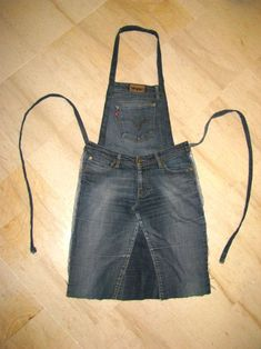 Ideas diy easy sewing projects old jeans Diy Jeans, Jean Crafts, Denim Crafts, Jeans Recycling, Jean Diy, Jean Apron, Denim Ideas, Creation Couture, Apron Dress