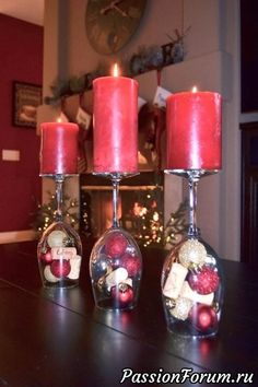 Wine Glass Centerpieces, Christmas Table Centerpieces, Christmas Table Settings, Christmas Decorations, Wedding Centerpieces, Christmas Projects, Christmas Home, Christmas Wine Glasses, Deco Table Noel