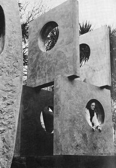 This Brutal House on Portrait of the magnificent Barbara Hepworth — image via Gebely Wang - Claudie Chaters Sculpture Clay, Abstract Sculpture, Metal Sculptures, Bronze Sculpture, Barbara Hepworth, Art Design, Installation Art, Painting Inspiration, Glass Art